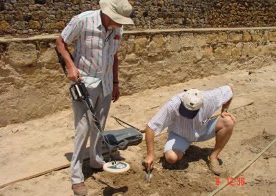 13. Floris and Mario excavating