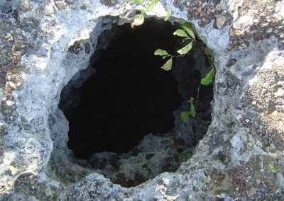 Noordkant karstput in grot