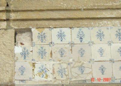 Wand 4. Bloempotjes noodgedwongenin de maresia